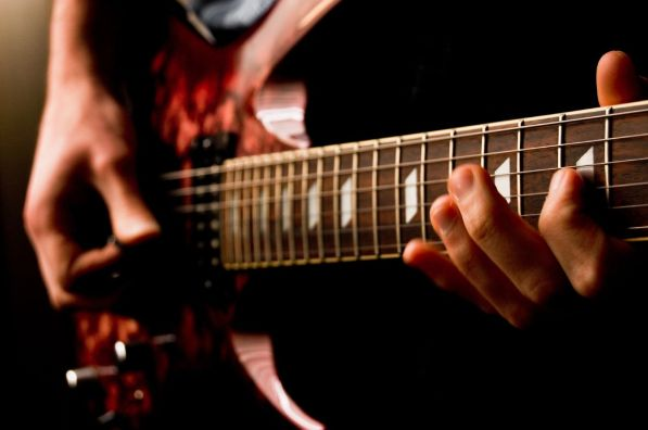 Electric_guitar_477101105